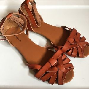 New Mossimo brown woven ankle strap sandal